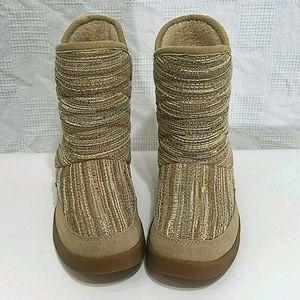 Sanuk suede Tweed pattern boots size 8 EUC